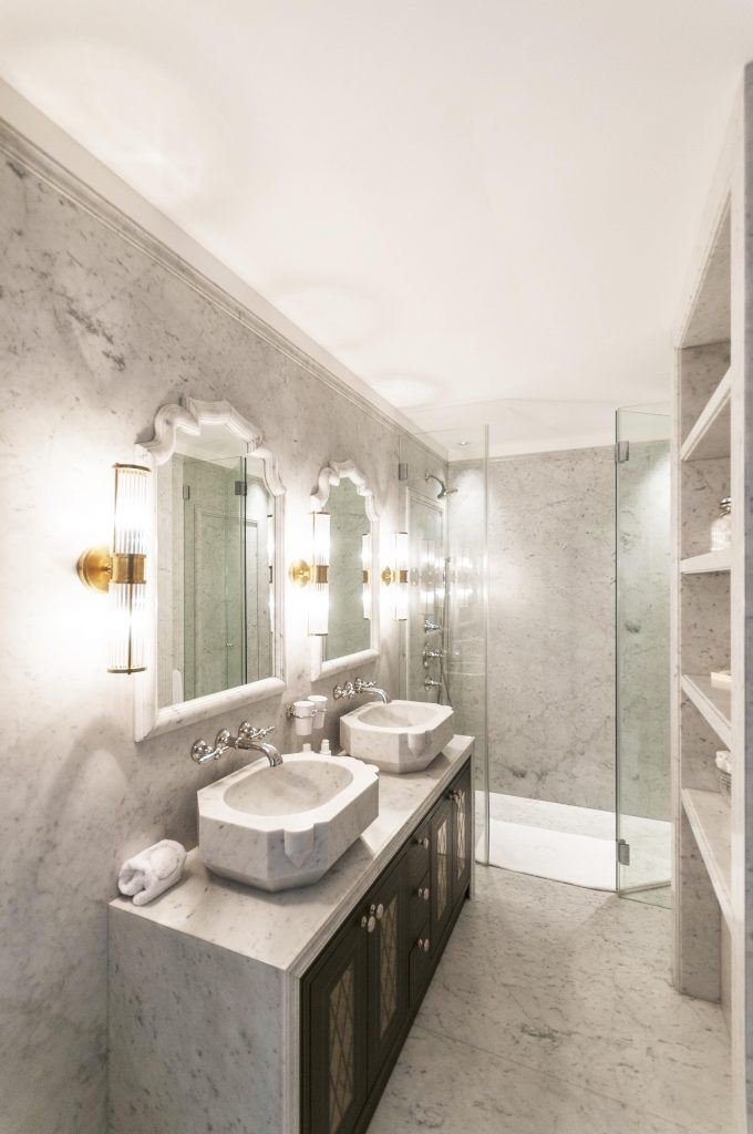 Pont_Street_Bath_Room_Shower_,Mirrors_Marble_Living_Cover_House_Place_Room_Secretcape_Colour_Luxury_Art_Interiordesign_London_Delux_Elegant_Lights_Grand_Interior_Design