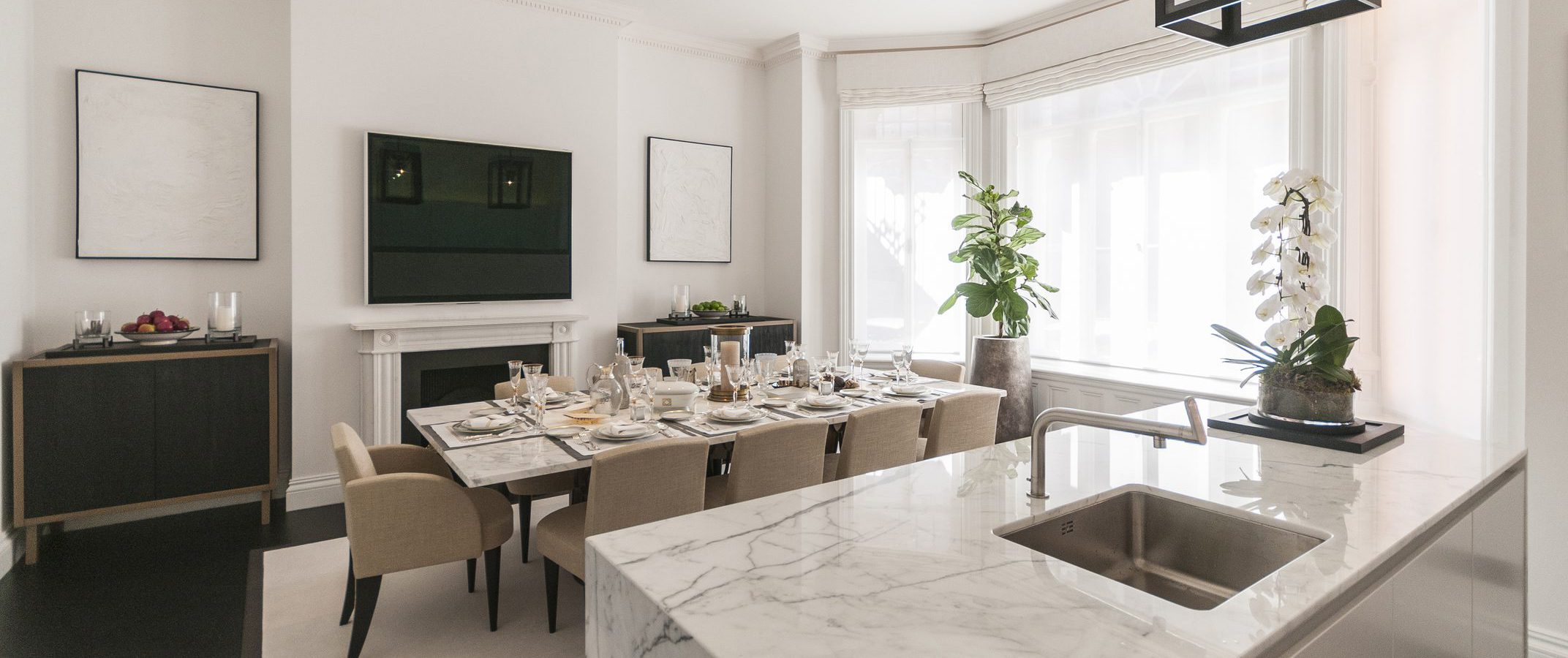 Dining_Room_Pont_Street_Marble_Island_Kitchen_Plants_Cover_House_Place_Dining_Room_Secretcape_Colour_Luxury_Art_Interiordesign_London_Delux_Elegant_Lights_Grand_Interior_Design